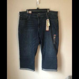 Levi's Jeans - NWT Levi's Shaping Capri 236450011 - Size 22W